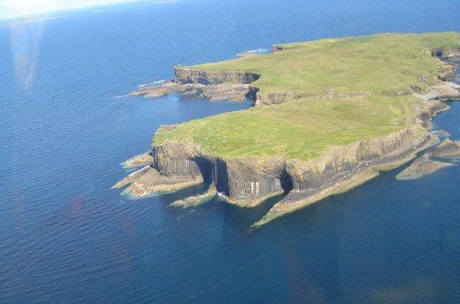 Ilha de Staffa, Hébridas - vista aérea (foto de Keith Boardman)