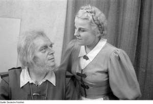 Rocco (Wilhelm Schirp) e Marzelline (Irma Beilke) não ligavam muito pra isso de política