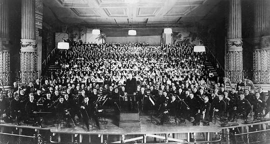 Leopold Stokowski na estréia americana da Sinfonia n.8 de Mahler, com a Philadelphia Orchestra, 1916